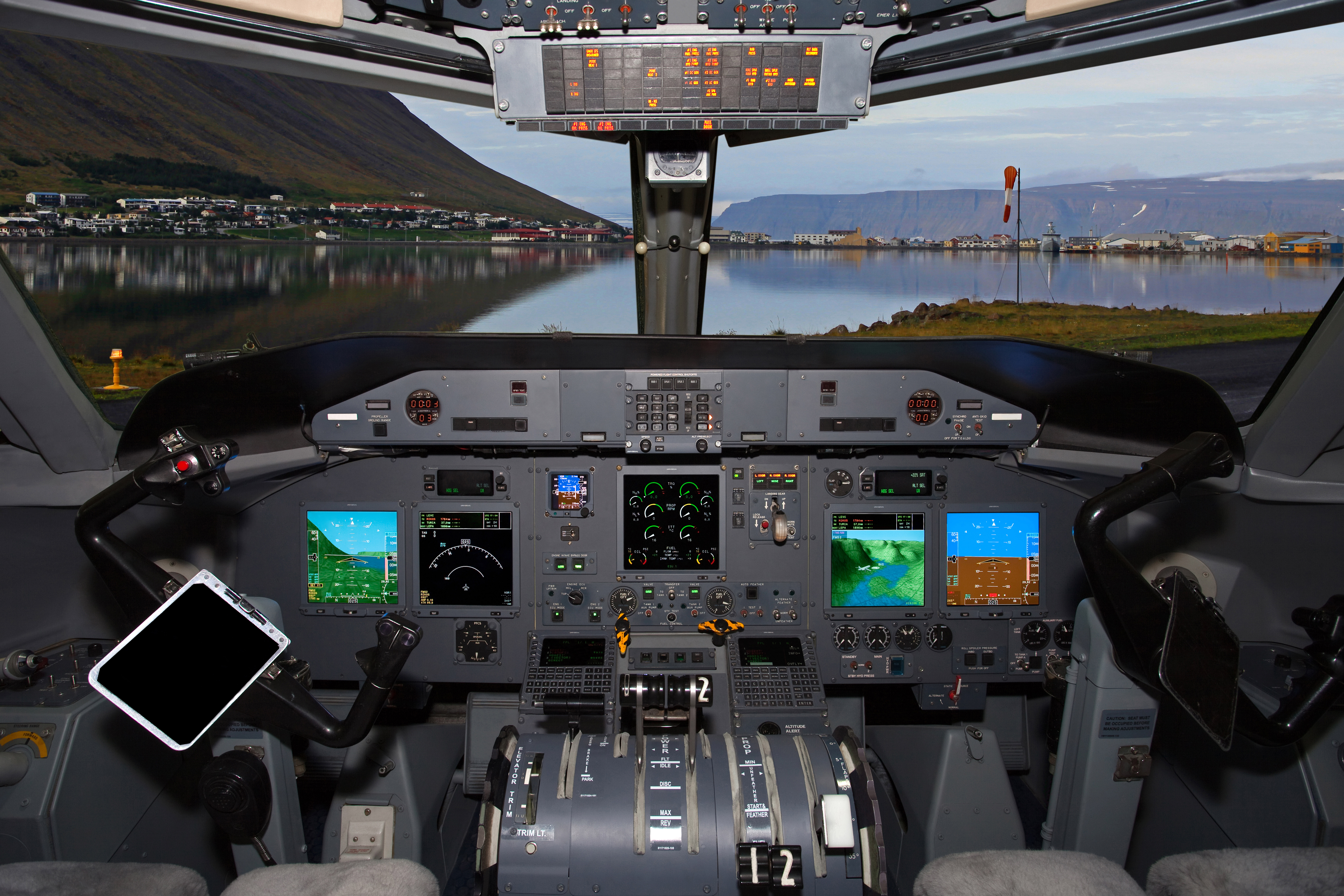 Field Aviation's EFI-890R Flight Deck Modernization